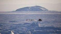Image copyright                  Getty Images                  Image caption                                      El sonido emerge de las profundidades del estrecho del Fury y el Hecla en Nunavut, el territorio más grande y menos poblado de Canadá, cerca de Groenlandia.                                La mayoría lo describen como un pitido, pero hay quienes de