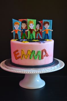 ONE DIRECTION CAKE, love the people, so fun and cute