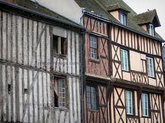 Nogent-le-Roi : Façades de maisons à pans de bois