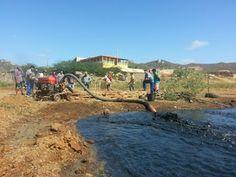 Prefeitura Municipal realiza limpeza no cacimbão do Açude Velho.