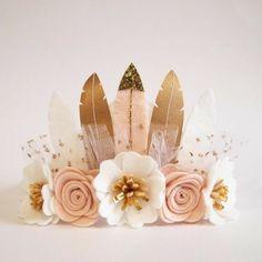 Items similar to Neutral Luxe Feather Crown - boho/ whimsical/ full size crown/ felt feather crown/ neutral colours/ birthday crown/ photo prop on Etsy Felt Diy, Felt Crafts, Diy And Crafts, Felt Headband, Baby Headbands, Flower Headbands, Feather Crown, Felt Crown, Fleurs Diy