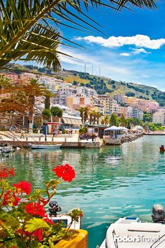 Looking for the most romantic destinations ? Here the most popular romantic destinations for every taste and every season! Honeymoon Getaways, Honeymoon Destinations, Vacations, Positano, Mykonos, Snorkeling, Budapest, Nature Photography, Corfu