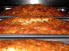 Ofte når man laver banankage, eller i dette tilfælde banankager, så bliver det en halvklæg kage som virker tung. Denne opskrift med kokus hjælper med at modvirke dette, og giver istedet en kage som føles lækrere, og ikke er helt så tung.