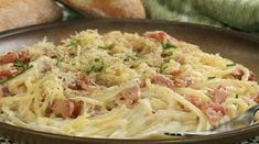 Gonna make this for le bf! This easy and cheesy spaghetti carbonara recipe is a delicious classic meal. Spaghetti Carbonara Recipe from Grandmothers Kitchen. Greek Recipes, Wine Recipes, Food Network Recipes, Pasta Recipes, Italian Recipes, Cooking Recipes, Pasta Dishes, Food Dishes, Gastronomia