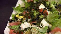 Nässelsallad på ett fat Seaweed Salad, Chicken, Ethnic Recipes, Food, Meals, Yemek, Buffalo Chicken, Eten, Rooster