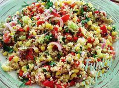Μία πολύ νόστιμη και θρεπτική σαλάτα, κατάλληλη να συνοδέψει ψητό κρέας ή κοτόπουλο, σαλάτα με Πλιγούρι, Μέντα και Μαύρο Σουσάμι! Vegetarian Recipes, Cooking Recipes, Healthy Recipes, Healthy Snaks, Appetizer Salads, Appetisers, Greek Recipes, Soup And Salad, Soul Food
