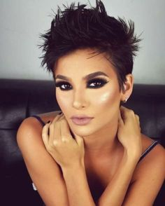 """How to style the Pixie cut? Despite what we think of short cuts , it is possible to play with his hair and to style his Pixie cut as he pleases. For a hairstyle with a """"so chic"""" and pointed… Continue Reading → Stylish Short Hair, Very Short Hair, Short Hair Cuts For Women, Makeup For Short Hair, Short Pixie Haircuts, Pixie Hairstyles, Hairstyle Short, Wedding Hairstyles, Hairstyles 2018"""