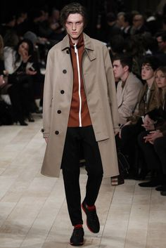 Burberry Fall 2016 Menswear Fashion Show - Daily Fashion Men Fashion Show, Work Fashion, Daily Fashion, Mens Fashion, Fashion Menswear, Fashion Trends, Burberry Prorsum, Burberry Men, Mens Style Looks