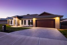 Brick veneer & weathertex home at Redbank Calala.  Single Builders - Building Homes of Distinction
