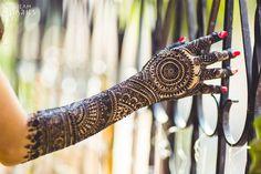 4 Things to Bear in Mind while Choosing Mehendi Artist for Your Wedding  #Ezwed #Mehendi #MehendiDesign #BridalDesign #Wedding
