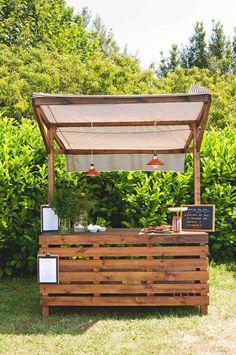 Inspiring Outdoor Bar Design Ideas For Outdoor Inspirations Bar Pallet, Pallet House, Pallet Patio, Pallet Ideas, Pallet Benches, Pallet Tables, Pallet Sofa, Pallets Garden, Pallet Projects