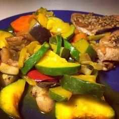 Atún a la plancha con mostaza y calabacín de la cena de ayer y verduras de la comida de hoy.