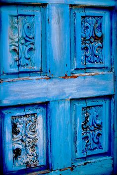 Weathered shades of blue on wood