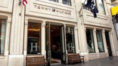 Saiba como a estratégia de utilizar a realidade virtual da Tommy Hilfiger da Quinta Avenida, em Nova York, pode ser vital para que as lojas físicas possam competir em pé de igualdade com o e-commerce.  #realidadevirtual #gadget #tecnologia #geek #nerd #NYC #TommyHilfiger #TommyHilfigerFifthAvenue #EUA #USA #viagens #consumo