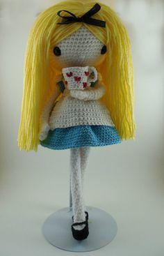 Alice Amigurumi Doll Crochet Pattern PDF por CarmenRent en Etsy