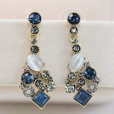 $7.01 Pair of Retro Women's Rhinestone Diamond Shape Earrings