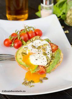 Sa incepem ziua bine, cu un mic dejun sanatos si energizant! Pentru un sandwich cu avocado si ou poshat merita Sandwiches, Starters, Avocado Toast, Breakfast, Food, Morning Coffee, Essen, Meals, Paninis