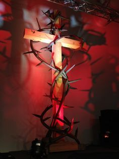 Surrounded by Thorns - Church Stage Design Ideas - Scenic sets and stage design ideas from churches around the globe. Altar Design, Church Stage Design, Crucifixion Of Jesus, Church Flowers, Church Banners, Altar Decorations, Stage Set, Kids Church, Religion