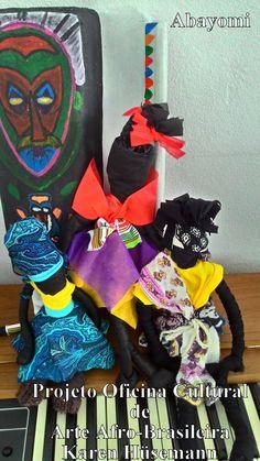 Considerada parte integrante de uma cultura milenar, a boneca ABAYOMI é símbolo que transmite felicidade e alegria! Esta palavra advém de origem iorubá e que tem seu significado em abay = encontro e omi = precioso.