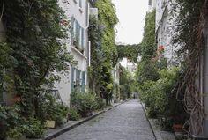 Jungle urbaine : rue des Thermopyles (14ème)  Des maisons de poche qui ne dépassent pas les 3 étages, de la vigne vierge qui n'en fait qu'à sa branche et des façades où la glycine est reine. La Rue des Thermopyles c'est un p'tit bout de campagne à Paris. 280 mètres d'air pur et de tranquillité.  Métro : Pernety rues-insolites-paris-thermopyles