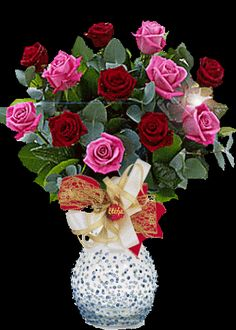 A bouquet of roses for you! Beautiful Flowers Pictures, Beautiful Rose Flowers, Beautiful Flower Arrangements, Beautiful Gif, Exotic Flowers, Floral Arrangements, Rose Flower Wallpaper, Flowers Gif, Flower Images