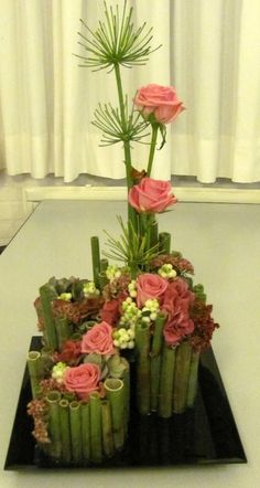 Traditional earth, man and heaven centerpiece rose design. Art Floral, Floral Design, Rose Design, Exotic Flowers, Amazing Flowers, Flower Show, Flower Art, Contemporary Flower Arrangements, Ikebana Flower Arrangement