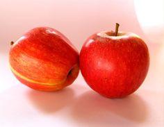 """Rica em vitamina B e C, é uma fruta excelente para a saúde. A casca possui uma grande quantidade de fibras, o que ajuda a melhorar o funcionamento do intestino. A fruta também possui substancias que ajudam a diminuir as chances de formação de coágulos sanguíneos. """"O chá da casca da maça também tem um bom efeito diurético. Além disso. é uma fruta pouco calórica e ótima opção para quem está de dieta"""", finaliza Giulianna."""