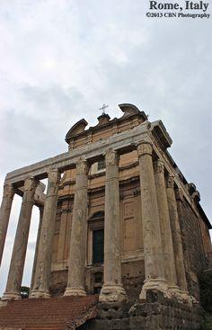 Templo de Antonino e Faustina ... O Templo de Antonino e Faustina é um templo romano antigo em Roma, adaptada para a igreja de San Lorenzo em Miranda. Ergue-se no Forum Romano, na Via Sacra , em frente à Regia