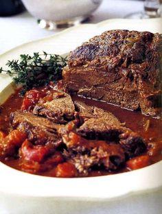 This Barefoot Contessa company pot roast recipe from Ina Garten is chuck roast, carrots, onion, and red wine. Beef Pot Roast, Pot Roast Recipes, Pork Recipes, Cooking Recipes, Healthy Recipes, Beef Welington, Sirloin Recipes, Beef Sirloin, Kabob Recipes