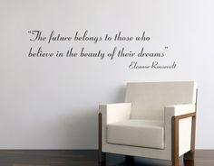 The Future belongs em vinil autocolante decorativo - Textos - The Future belongs em vinil autocolante - Decoração em vinil Autocolante decorativo e Papel de parede
