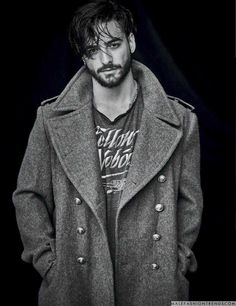 Vogue Hombre serves up a double cover feature for its new issue. In addition to Joe Jonas, singer Maluma snags a cover. The Felices los 4 singer connects w American Music Awards, Maluma Style, Kylie Jenner, Maluma Pretty Boy, Photos Des Stars, Jordan Barrett, Mode Man, Emperors New Clothes, Latino Men
