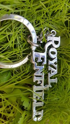 Royal Enfield Motorcycle Metal KeyChain – About Cafe Racers Classic 350 Royal Enfield, Enfield Classic, Dslr Background Images, Studio Background Images, Motos Royal Enfield, Boat Wallpaper, Bubbles Wallpaper, Iphone Wallpaper, Enfield Electra