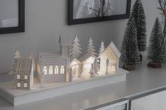 IΓIЅ в Instagram: «Einen schönen 2. Advent 🕯 🕯#gzh #gzhlichtblick #lichterbogen #weihnachtsdeko #interiordesign» 2 Advent, Diy Advent Calendar, Linen Bag, Interiordesign, Bookends, Christmas Gifts, Rustic, Instagram, Home Decor