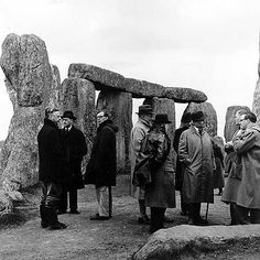 Stonehenge, one of the wonders of the ancient world. These 105 photos supposedly prove it was built about 100 years ago, but do they show this? Ancient Aliens, Ancient History, Stonehenge History, Unexplained Mysteries, Mystery Of History, Historical Pictures, History Facts, Old Photos, Vintage Photos