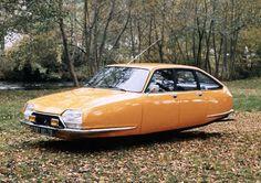 Flying Citroen Car Series: retro-futuristic images by Jacob Munkhammar Citroen Ds, Psa Peugeot Citroen, Retro Cars, Vintage Cars, Carros Retro, Hover Car, Cars Series, Flying Car, Retro Futuristic