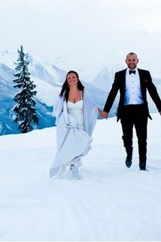 That for some, the slopes are even better than the beach: | 38 Couples Who Absolutely Nailed Their Winter Weddings