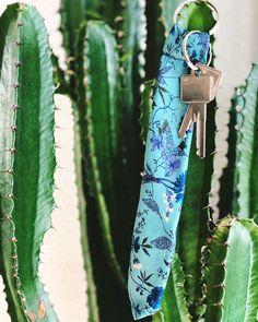 @bebeverlyberlin posted to Instagram: der neueste heiße Scheiß! SCHLÜSSELANHÄNGER 😱 Das ist natürlich total #übertrieben aber trotzdem schön. Aus #Krawattenenden schöne #Anhänger für die #Schlüsselsammlung. Alles Einzelstücke The next big thing in fashion? KEYCHAINS made from #neckties All #unique #pieces so you got to be quick. It will also pimp your Bag #beverlyberlin #upcyclingfashion #agelessstyle #schlips #krawatte #lulasberlin #coolstuff #oneofakind #einzelstück #newlook #pimpyou Upcycling Fashion, Pimp, Next, Cool Stuff, Tie Clip, Berlin, Accessories, Instagram, Tie