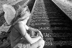 Il cambiamento fa parte della vita e non è uno ostacolo insormontabile che qualcuno mette di proposito nel nostro cammino. Bisogna prima di tutto lasciare da parte i pensieri negativi e possibili anticipazioni perché, di sicuro, non faranno altro che aggiungere spine nel nostro sentiero verso il cambiamento. Perché la paura è come un paio di forbici sul punto di tagliare le nostre ali. Mentre tutti noi, abbiamo il diritto di volare