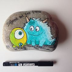Different but best friends  #hygge #afslapning #malersten #maledesten #ro #stoneart #paintedstones #fritid #friends #loveit