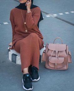 Sweater dress hijabHow to boost your style with hijab outfits Just Trendy Girls Modern Hijab Fashion, Muslim Fashion, Modest Fashion, Fashion Outfits, Fashion Hair, Dress Fashion, Fasion, Trendy Fashion, Oversized Sweater Outfit