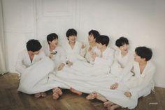 kpop scans: Suga ( BTS ) - Love Yourself Tear R vrsion photocard + BTS standee Vlive Bts, Bts Twt, Bts Suga, Bts Bangtan Boy, Bts Boys, Boy Scouts, K Pop, Namjoon, Taehyung