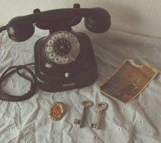 Black vintage dial up telephone dstele.com
