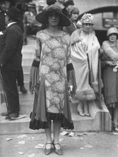 20´vintage street style. Photo by the Seeberger Brothers in the 1920's, the majority of these photos capture Parisian socialites