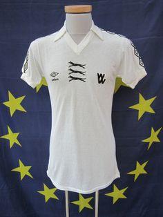 Away shirt 1977/79 - wolvesmatchwornshirts.co.uk Bike Gloves, Work Gloves, Dress Gloves, Boxing Gloves, Mechanic Gloves, Classic Football Shirts, Wolverhampton, Halibut, Boston Bruins