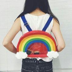 Нереально крутой рюкзак в виде радуги