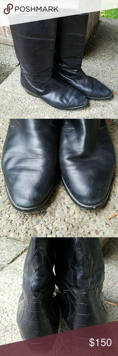 Killer, VINTAGE, PETER KAISER boots!! The detail on these is great! Buttery soft. Great vintage condition. Size is 9.5. Run about a 1/2 size to a size small. Peter Kaiser Shoes