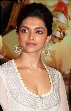 Deepika Padukone in gorgeous Amrapali earrings at the Chennai Express trailer launch