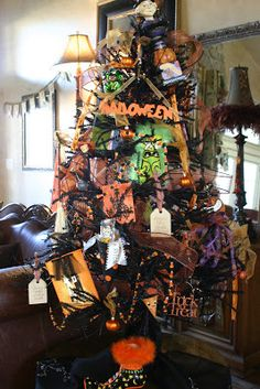Over The Tipsy Top Design: HALLOWEEN TREES. Then just switch up the decorations . - Real Time - Diet, Exercise, Fitness, Finance You for Healthy articles ideas Halloween Banner, Halloween Trees, Halloween Home Decor, Halloween Design, Halloween House, Holidays Halloween, Spooky Halloween, Halloween Crafts, Happy Halloween