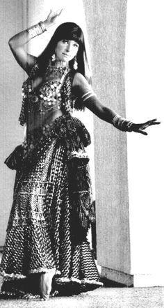 Vintage Dancer in Assuit Costume Arabian Women, Dance Gear, Vintage Dance, Dancing Day, Tribal Belly Dance, Beautiful Costumes, Belly Dance Costumes, Tribal Fusion, Dance Fashion