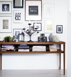 Minimalist and contemporary, Scandinavian style is very clean, modern, and above all functional. Check out our 5 ways to decorate in Scandinavian style! Inspiration Wand, Home Decor Inspiration, Console Ikea, Console Table, Home Interior, Interior Design, Sweet Home, Blog Deco, Deco Design